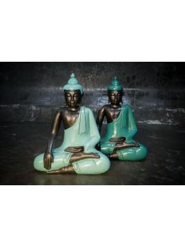 Ojo cerrado de Buda con la mano en la rodilla