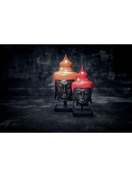 Cabeza de Buda de color en el stand